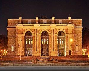 imgonline com ua Resize XxgdHZxZxuK7o25 1 - El Teatro académico del Bolshoi del estado nombrado después de Alisher Navoi