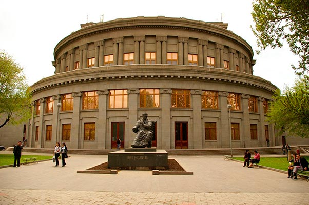big teatr erevan4 - Armenian Academic Opera and Ballet Theatre named after A. Spendiarova