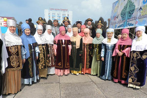 kaz kostum8 - Kazakh traditional costume: history and features