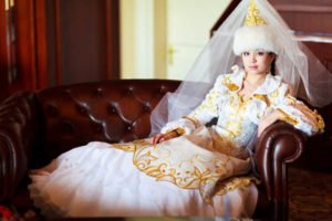 kaz svadba2 2 300x200 - Traditional Kazakh outfit the bride