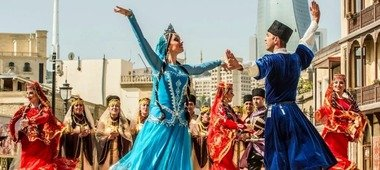 imgonline com ua Resize 3RIr5gnYqzTvoVbp - Culture of Azerbaijan: traditions and modernity