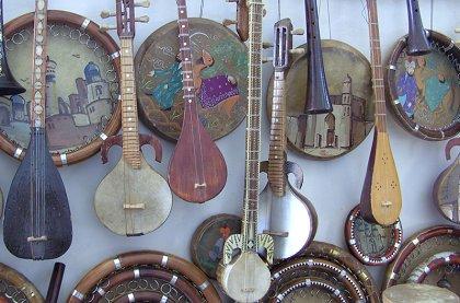 Uzbekistan buchara instrumente croped - Uzbekistan music and music Instruments