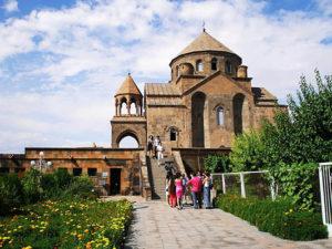 echmiadzin6 300x225 - Эчмиадзинский кафедральный собор