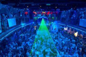 Ночной клуб в бухаре.